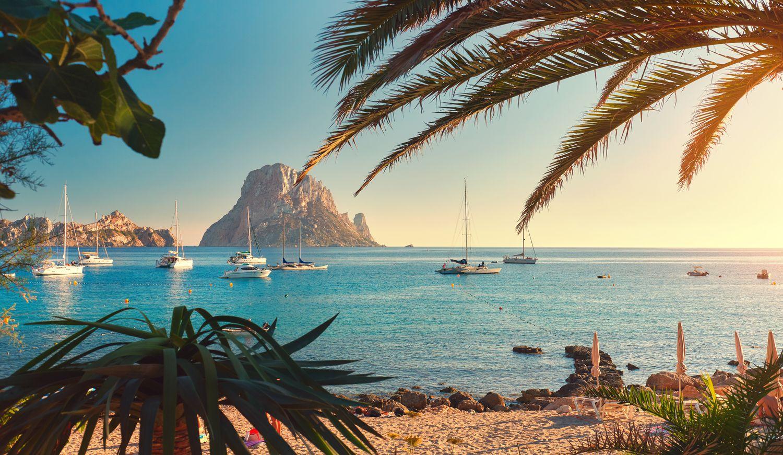 """คอสตาเดลโซล เป็นจุดหมายปลายทางวันหยุดที่หรูหราที่สุดในสเปน """" ซันนีบีช"""" ตั้งอยู่ทางตอนใต้ของคาบสมุทรไอบีเรียในเขตปกครองตนเองของแคว้นอันดาลูเซีย รีสอร์ท Costa del Sol"""