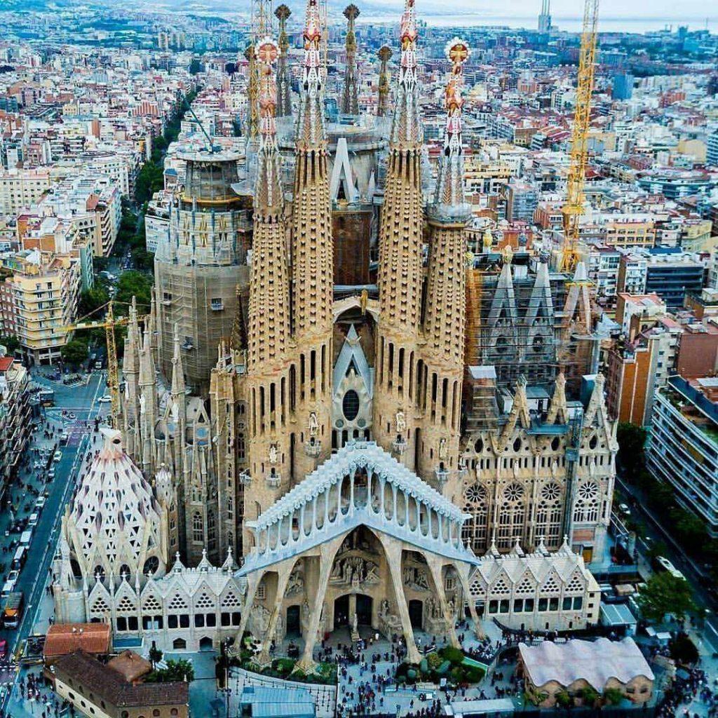 ซากราดา แฟมิเลีย (Sagrada Família)
