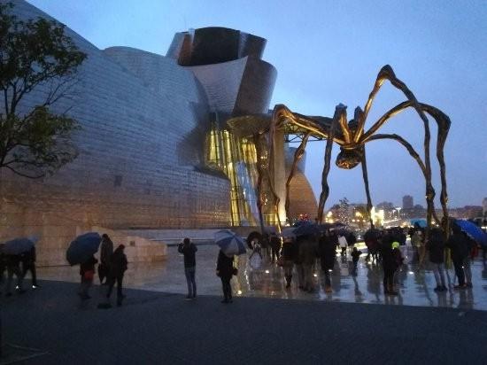 พิพิธภัณฑ์กุกเกนไฮม์ บิลบาโอ (Guggenheim Museum Bilbao)